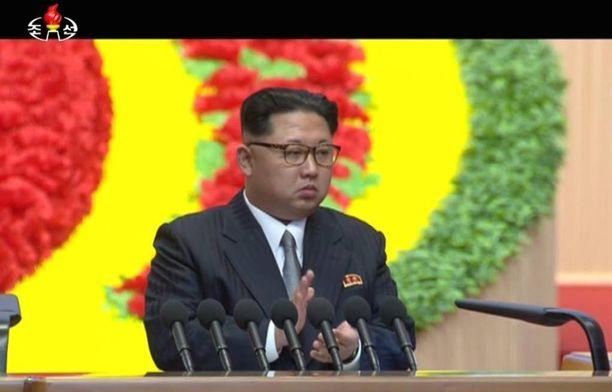 Kim Jong-un maalaili puoluekokuksessa Pohjois-Korean talouden tulevaisuutta ja vakuutteli, ettei maa käytä ydinasetta kuin äärimmäisen pakon edessä.
