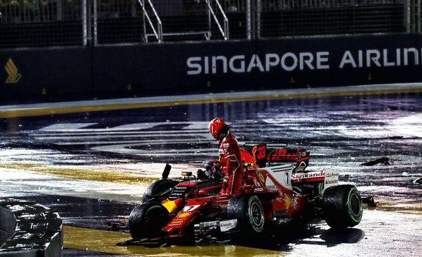 Kimi Räikkönen joutui keskeyttämään vain muutama sata metriä startista.