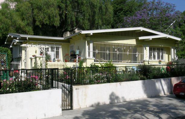 Ashley Ellerin ja hänen kämppiksensä asuivat keltaisessa talossa, jonka naapurustossa asui myös Michael Gargiulo.