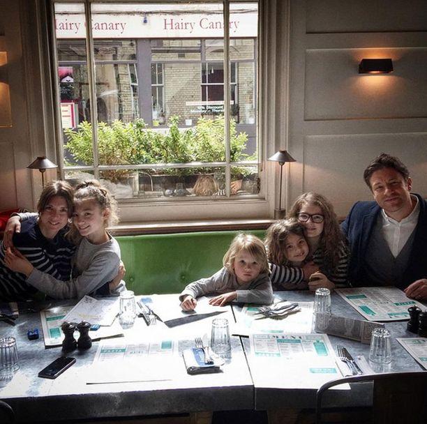 Oliverin perheessä Jools-vaimo on pomo.