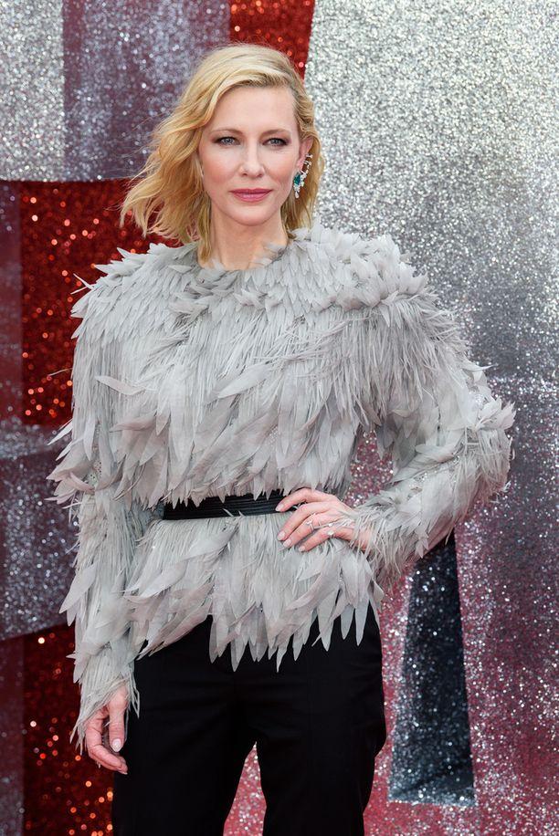 Cate Blanchett poseerasi kuvaajille Ocean's 8 -elokuvan ensi-illassa Lontoossa.