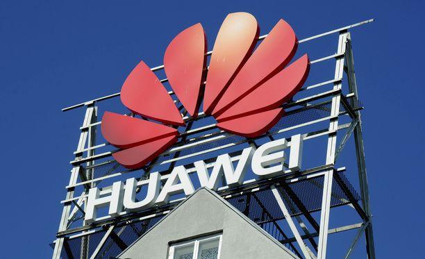 Huawei jakoi Apple-jonottajille varavirtalähteitä.