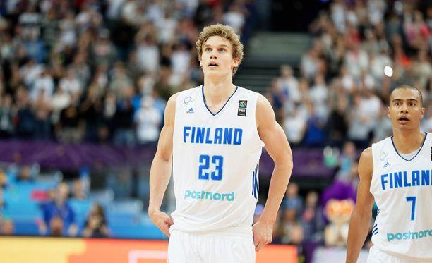 Lauri Markkanen ja Shawn Huff pelasivat Susijengin koti-EM-kisoissa.