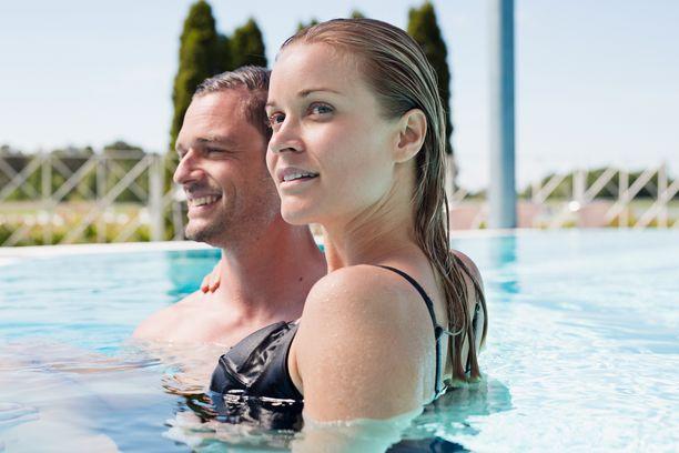 Suomalaishotellien ulkoaltaiden vesi on lämmitettyä.