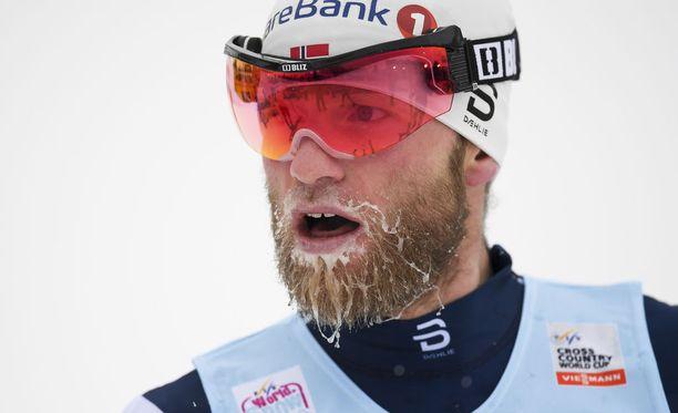 Dopingista urallaan kärähtänyt Martin Johnsrud Sundby on parhaana norjalaisena kuudes ennen Tour de Skin loppunousua.