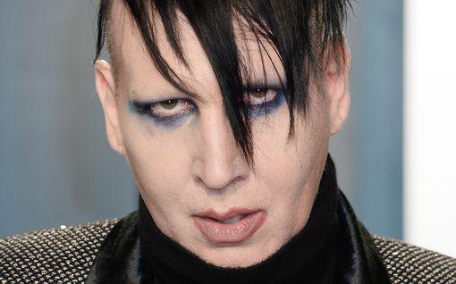 Poliisi tutkii Marilyn Mansoniin liittyviä väkivaltasyytöksiä – rock-tähti pelästyi ja lisäsi turvatoimiaan
