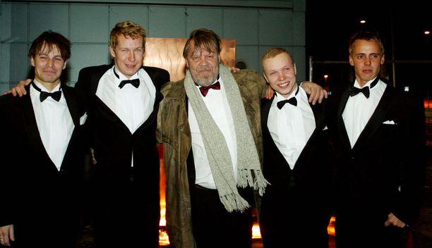 Pahat pojat -elokuvan ensi-iltajuhlissa tammikuussa 2003. Vasemmalta Peter Franzén, Niko Saarela, Vesku Lauri Nurkse ja Jasper Pääkkönen.