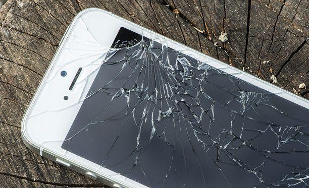 Korjatuimpien puhelinten joukossa oli monta Iphonea.