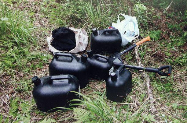 Ruumis oli tarkoitus polttaa hautapaikalle kannetulla bensiinillä.