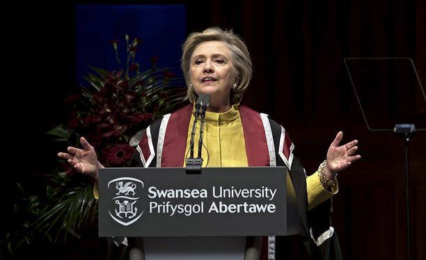 Yhdysvaltain entinen ulkoministeri Hillary Clinton arvostelee Donald Trumpia ja pelkää tämän laukaisevan ydinaseiden kilpavarustelun itä-Aasiassa.