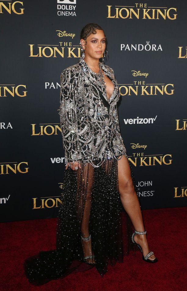Beyoncé edusti Leijonakuningas-elokuvan Yhdysvaltain ensi-illassa.