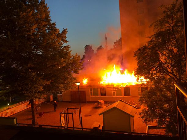 Hätäkeskus sai ilmoituksen palosta kello 2.34.