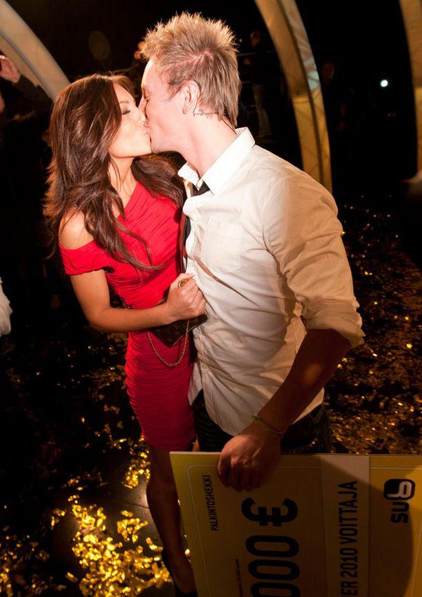 Sofia onnitteli rakastaan, kun Niko voitti Big Brother -kisan vuonna 2010.