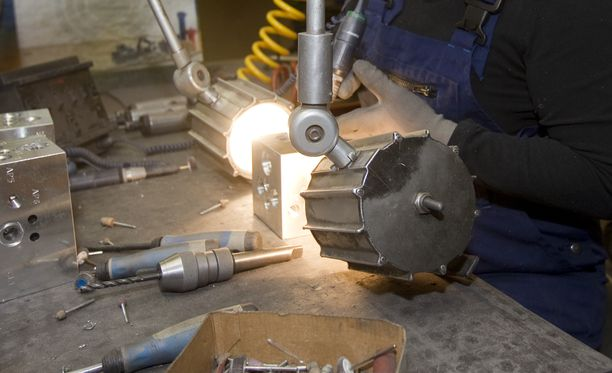 Esimerkiksi Etelä-Pohjanmaalla on metallialan koulutus- ja rekrytointipilotti slovakialaisille työntekijöille vuosina 2019–2020. Kuvituskuva.
