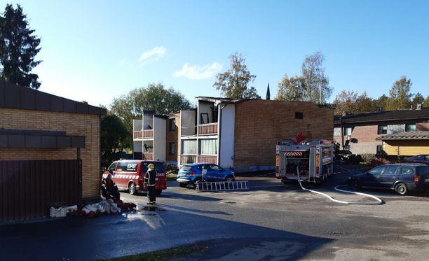 Lukijan lähettämästä kuvasta ilmenee, että palon aiheuttamat vahingot talon yläkerrassa ovat suuret.