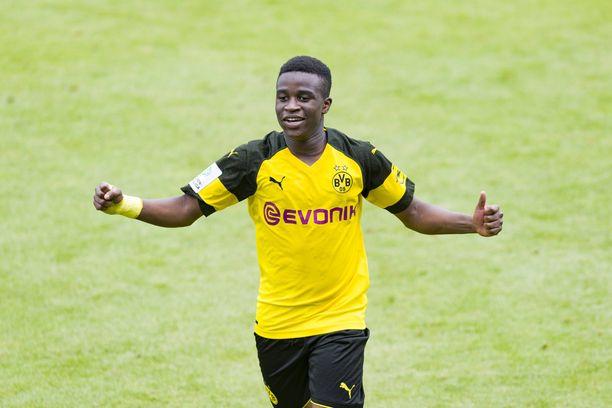 Youssoufa Moukokosta tuli miljonääri 14-vuotiaana Niken kanssa allekirjoitetun sopimuksen myötä.