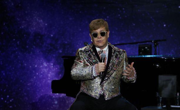 """Elton John oli esittämässä """"Saturday Night's Alright For Fighting"""" -kappaletta, kun tilanne kärjistyi. Arkistokuva."""