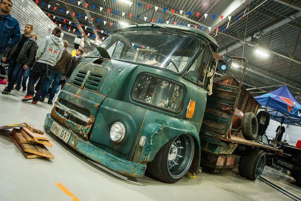 Viileä rat rod -henkinen Austin BMC FGK kuorma-auto.