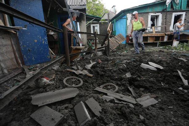 Taistelut Ukrainassa ovat kiihtyneet ja tilanne Krimin rajalla kiristynyt. Kuvassa kranaattitulen jälkiä Donetskissa heinäkuussa.