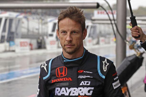 Jenson Button vaatii hölmöilijöille elinikäistä kilpailukieltoa.