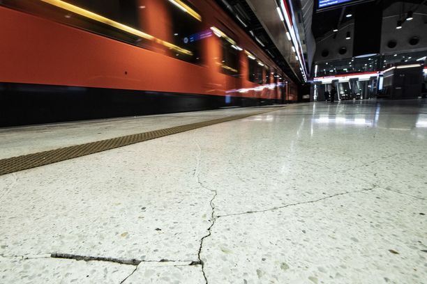 Ruoholahden metroaseman liepeillä selvitetään väkivaltarikosta.