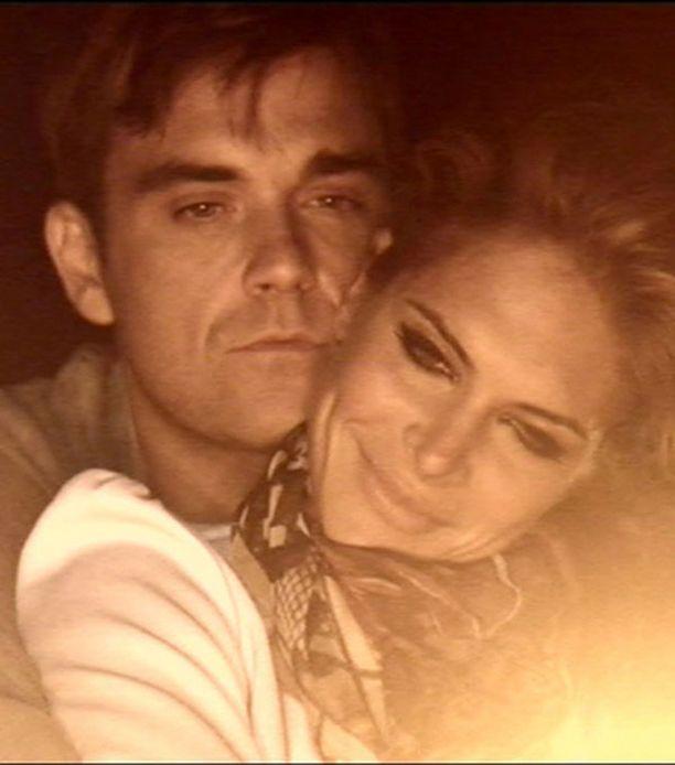 Robbie on kertonut haluavansa parin muuttavan Englantiin, koska ei halua lapsilleen amerikkalaista aksenttia.