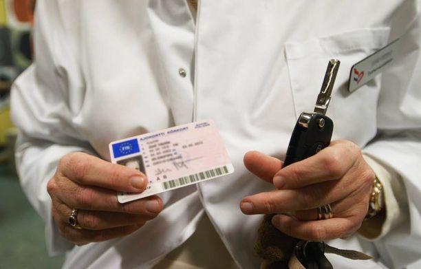 Seitsemänkymmentä täyttäneiden tulee käydä lääkärissä tutkittavana viiden vuoden välein.