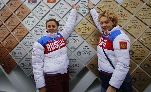 Ampumahiihtäjä Olga Viluhina (vas.) sai KOK:lta elinikäisen olympiakilpailukiellon dopingrikkeiden vuoksi. Myös IBU asetti hänet kilpailukieltoon. Olga Zaitseva on yhä KOK:n luupin alla. Molemmat venäläisampumahiihtäjät ovat lopettaneet.