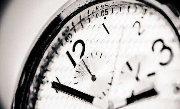 EU-kansalaiset ovat kyllästyneet siirtämään kelloa kaksi kertaa vuodessa.