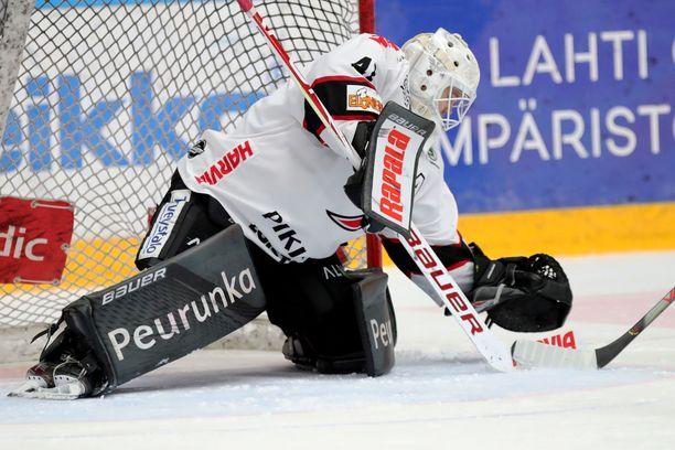 JYPin Eetu Laurikainen torjui kaikki Pelicansin laukaukset.