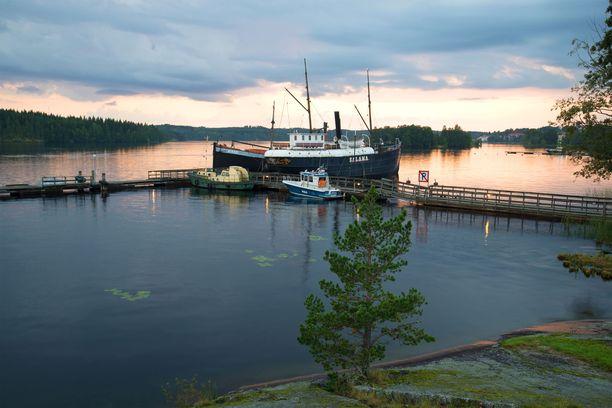 Höyrykuunari S/S Salama. Alus on esillä yleisölle Savonlinnan maakuntamuseossa Riihisaaren laiturissa.