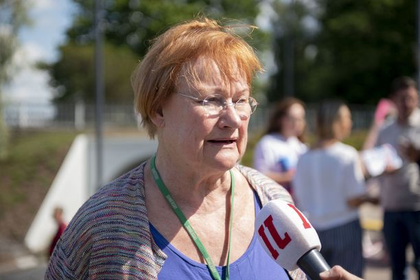 Presidentti Tarja Halonen Iltalehden haastattelussa Porin Suomi-areenassa heinäkuussa 2019.