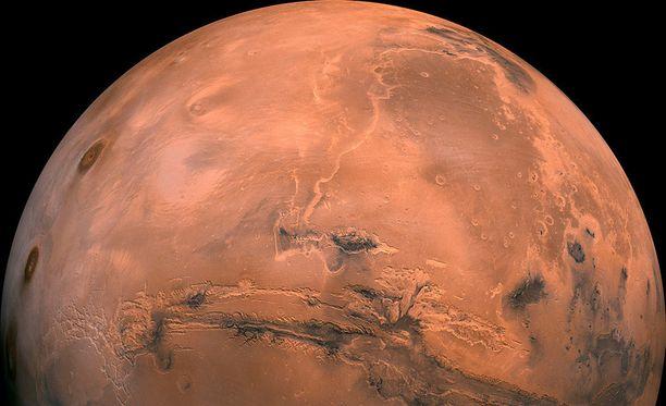 Marsista on löydetty noin 20 kilometriä halkaisijaltaan oleva järvi, jossa on nestemäistä vettä.