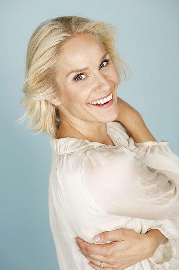 Laura Malmivaara säteili Iltalehden kuvauksissa vuonna 2008.