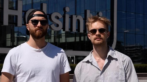 Eino ja Väinö kokevat, että pituus hankaloittaa käytettyjen vaatteiden ostamista. Sopivia vaatteita pitää etsiä kauan.