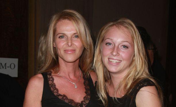 Kuvassa Catherine Oxenberg ja India-tytär vuonna 2007.