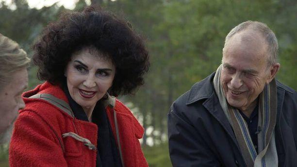 Lenita Airisto ja Jörn Donner saapuvat Vesa-Matti Loirin vieraiksi Loirinuotiolle. Jaksossa puhutaan paljon lapsista, politiikasta ja sukupuolielimistä.
