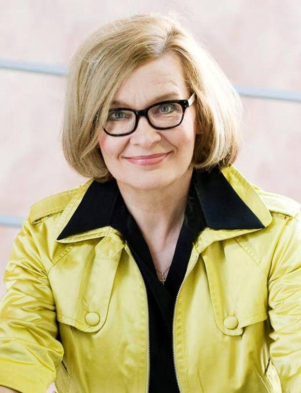 Peruspalveluministeri Paula Risikko (kok) pahoittelee narko-lepsiatapauksia, mutta ei myönnä virheitä rokoteasiassa.