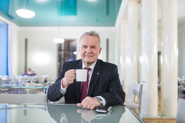 Kansanedustaja Hannu Hoskosen (kesk) mukaan metsäalalle pitäisi nyt saada työrauha ja lopettaa kiistely hakkuiden määrästä.
