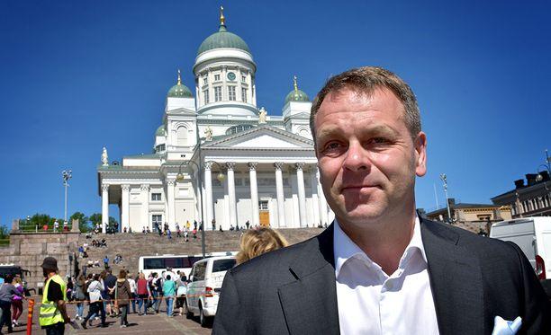Helsingin pormestari Jan Vapaavuori (kok) ajoi ensimmäiseen budjettiinsa veronalennuksen.