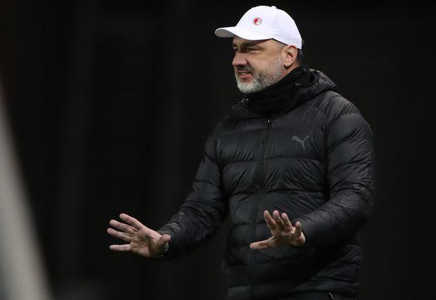 Jindrich Trpisovsky puolustaa yhä pelaajaansa.