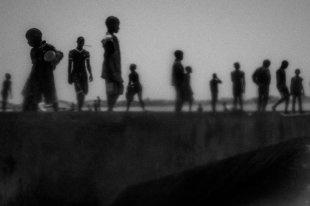 Nykyajan ongelmat -kategorian voitti kuvasarja Senegalin talibé-pojista. Kouluun pois vanhemmiltaan lähetettyjä lapsia on kymmeniätuhansia ja useat heistä päätyvät kerjäläisiksi kaduille.