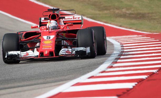 Sebastian Vettel tarvitsee käytännössä voiton ylläpitääkseen seitinohuita mestaruushaaveitaan.