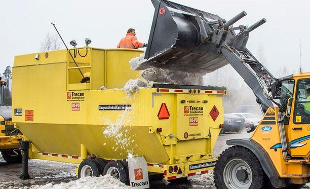Espoon kaupunki on ostanut kanadalaisen Trecan-valmistajan mobiilin sulatuskoneen. Koneen säiliössä lumi sulaa erittäin kuumien ilmakuplien avulla.