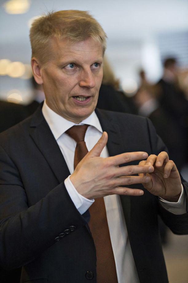 Isännöinnin itsesääntely ei näytä kaikkialla toimivan, arvioi asuntoministeri Kimmo Tiilikainen (kesk).