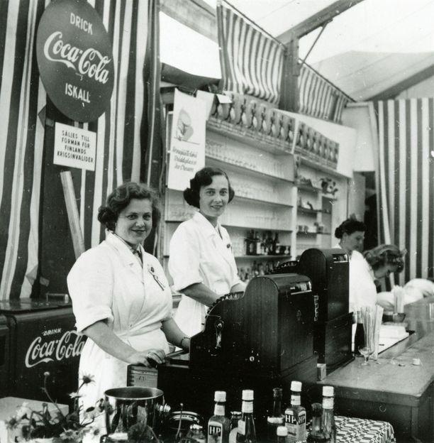 Olympiakesänä 1952 Vaakunan baarista sai erikoista uutuusjuomaa: Coca-Colaa.