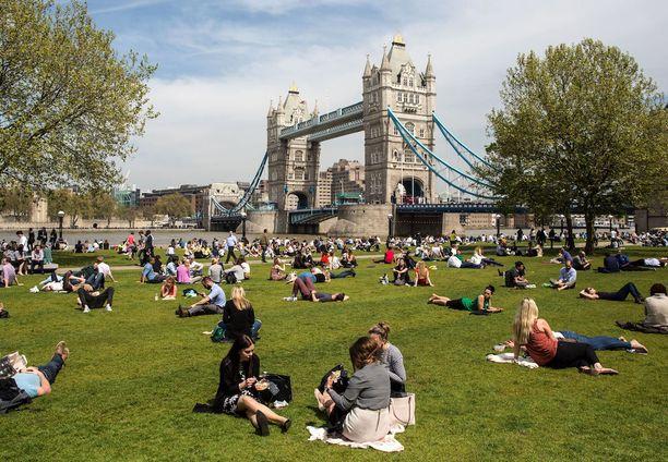 Lontoossa on outkokuussa jo kesäisen vehreää.