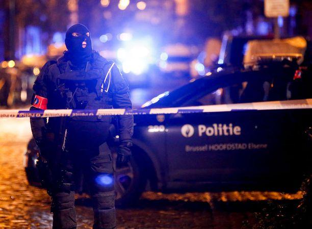 Belgiassa tehtiin tänään liki kymmenen ratsiaa terroriepäilyjen takia. Arkistokuva Molenbeekistä viime marraskuulta.
