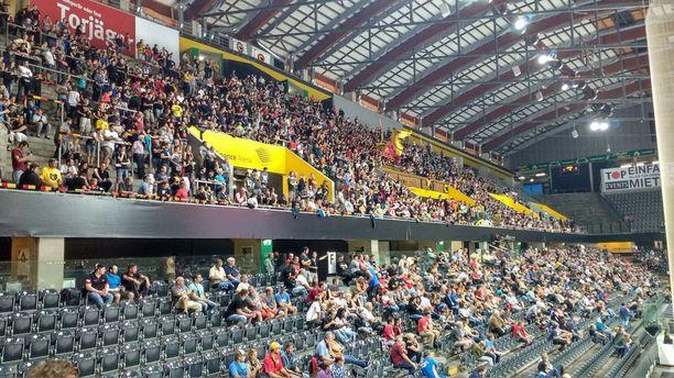 Kun Bern voitti lauantain CHL-matsissa TPS:n, sen kotihallin lehtereillä oli tilaakin.
