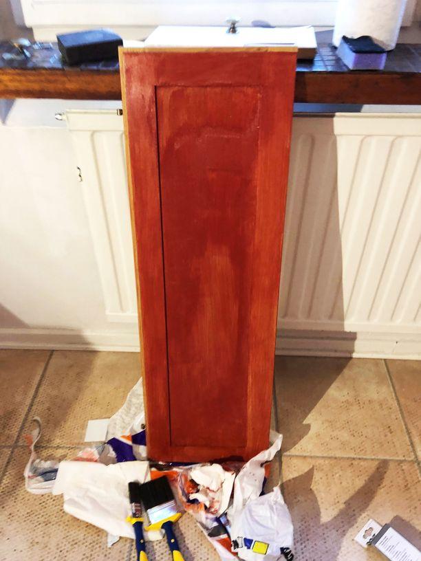 Hups! Kaapin oven pinta oli varsin epätasainen kuivumisen jälkeen. Homma ei mennyt siis aluksi ihan putkeen.
